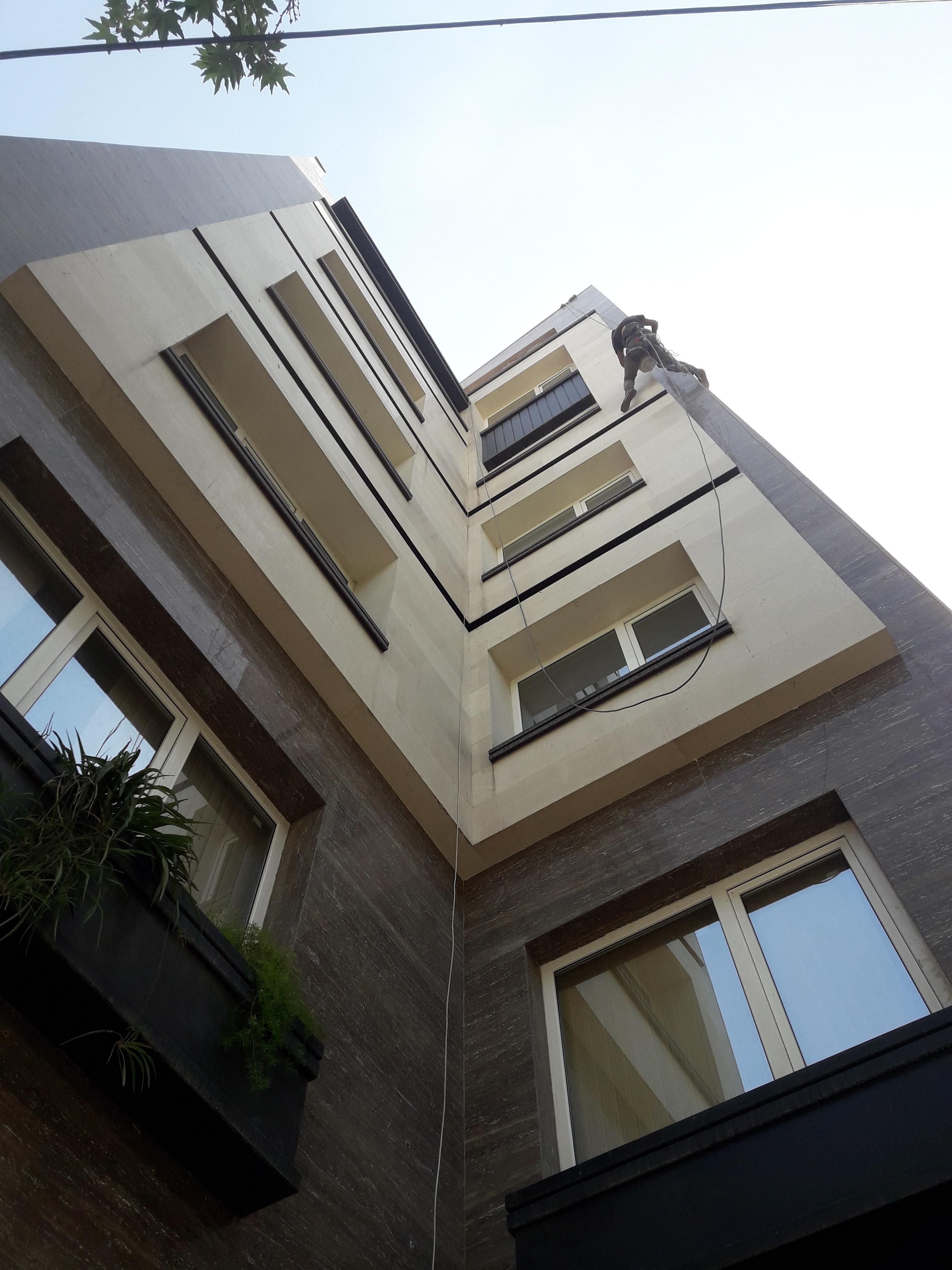رولپلاک کردن سنگ نمای ساختمان
